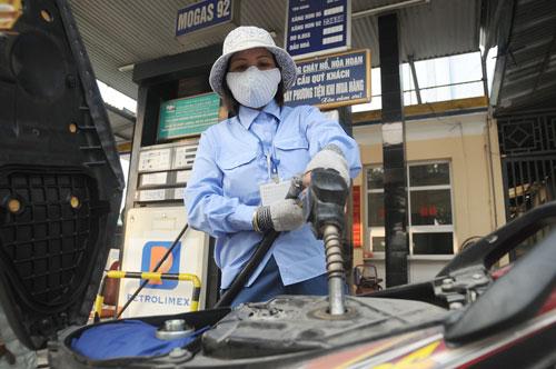 DN xăng dầu vẫn lãi đậm: Kỳ vọng giá giảm tiếp - 1