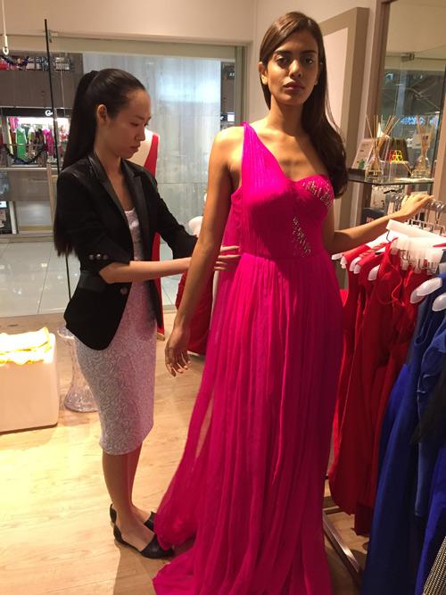 Thiết kế Việt xuất hiện tại Hoa hậu Hoàn vũ 2015 - 4