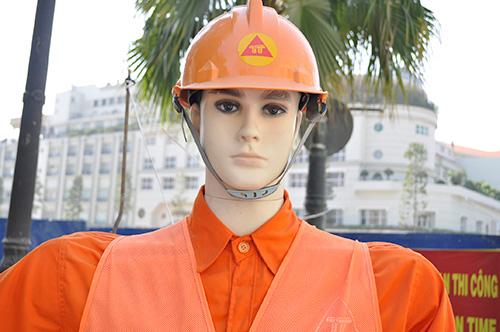 Xem robot điều khiển giao thông giữa Sài Gòn - 2