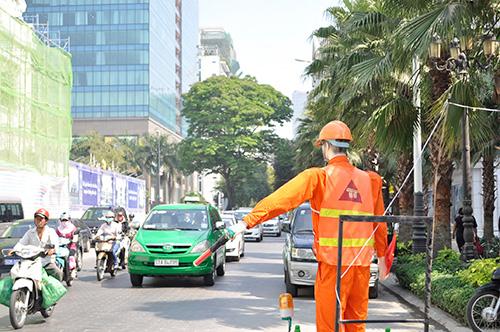 Xem robot điều khiển giao thông giữa Sài Gòn - 3