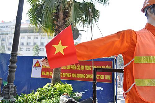 Xem robot điều khiển giao thông giữa Sài Gòn - 5