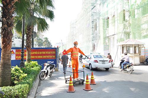 Xem robot điều khiển giao thông giữa Sài Gòn - 4