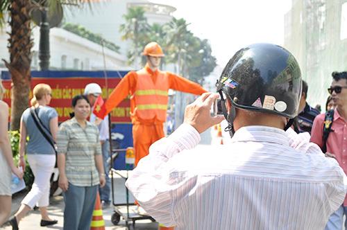 Xem robot điều khiển giao thông giữa Sài Gòn - 10