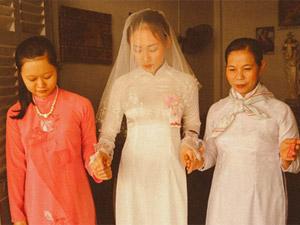 Nhóm bạn trẻ tái hiện đám cưới xúc động của năm 80
