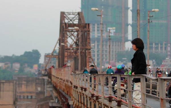 Cận cảnh sự xuống cấp nghiêm trọng của cầu Long Biên - 3