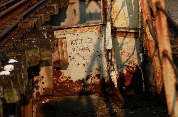 Cận cảnh sự xuống cấp nghiêm trọng của cầu Long Biên - 8