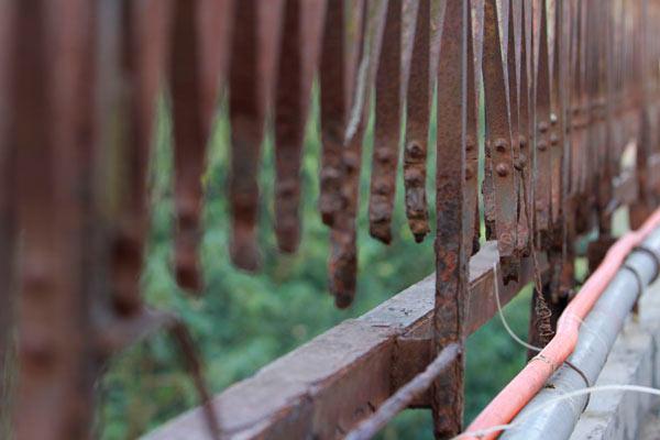 Cận cảnh sự xuống cấp nghiêm trọng của cầu Long Biên - 14