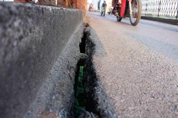 Cận cảnh sự xuống cấp nghiêm trọng của cầu Long Biên - 17