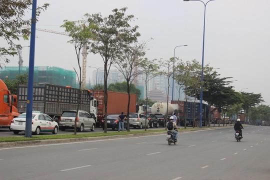 TP.HCM: Kẹt xe kinh hoàng trên xa lộ Hà Nội - 2