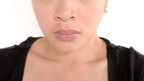 Loại bỏ 4 thói quen xấu làm môi nứt nẻ - 4