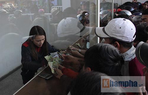 Chen lấn, dẫm đạp mua vé xem Công Phượng, Tuấn Anh - 11