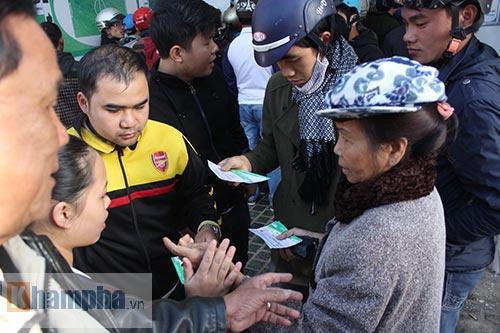 Chen lấn, dẫm đạp mua vé xem Công Phượng, Tuấn Anh - 7