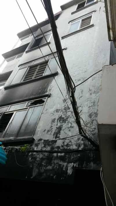 Hải Phòng: 5 người mắc kẹt trong ngôi nhà cháy lớn - 1