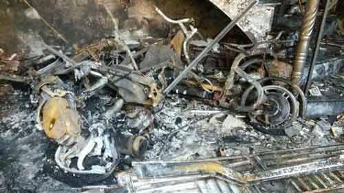 Hải Phòng: 5 người mắc kẹt trong ngôi nhà cháy lớn - 3