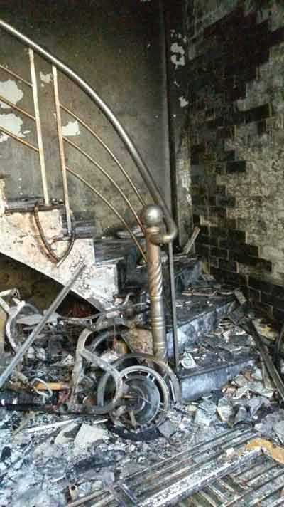 Hải Phòng: 5 người mắc kẹt trong ngôi nhà cháy lớn - 4