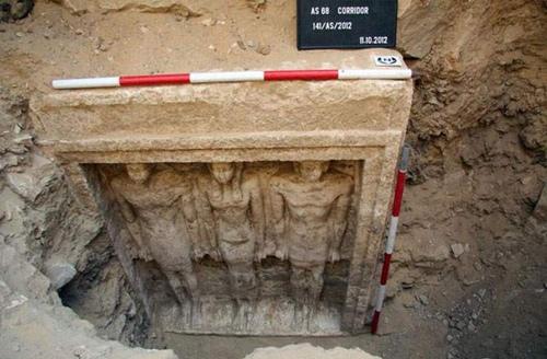 """Tìm thấy hầm mộ của """"nữ hoàng Ai Cập"""" - 1"""