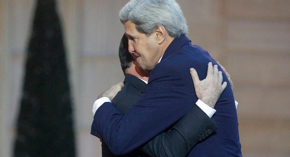 Ngoại trưởng Mỹ tới hiện trường thảm sát ở Paris viếng các nạn nhân - 2