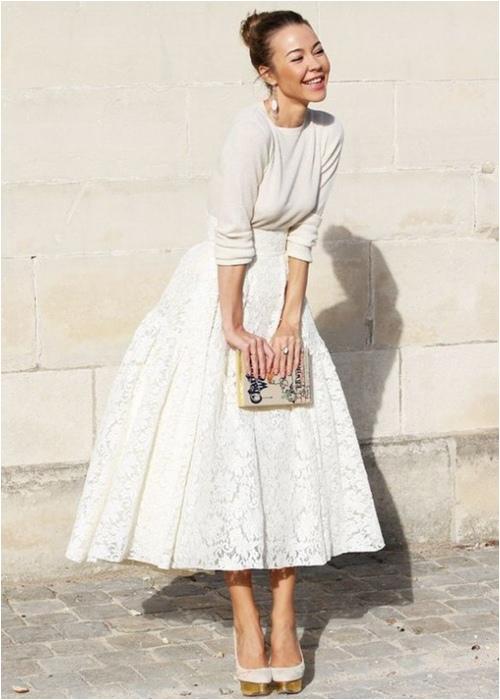Diện váy midi cho mùa đông thêm quyến rũ - 9