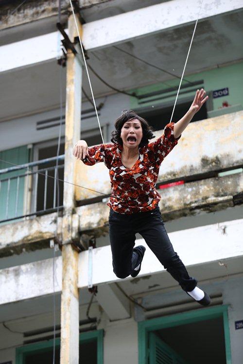 """Clip Phương Thanh nhảy từ tầng 5 để """"câu like Facebook"""" - 3"""