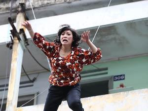"""Clip Phương Thanh nhảy từ tầng 5 để """"câu like Facebook"""""""