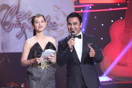 """""""Gái 1 con"""" Quỳnh Chi khoe vai trần bên Quyền Linh - 3"""