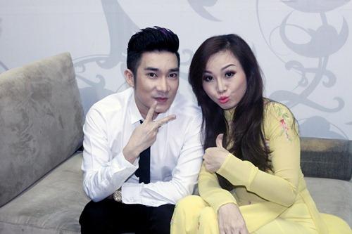 """""""Gái 1 con"""" Quỳnh Chi khoe vai trần bên Quyền Linh - 9"""