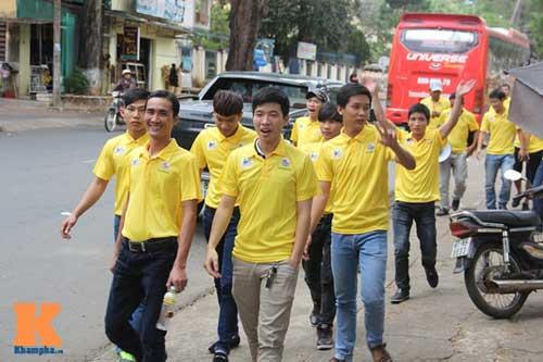 """CĐV Thanh Hóa làm """"náo động"""" phố Núi Gia Lai - 5"""