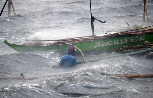 72 giờ vật lộn giành sự sống giữa biển lạnh và cá mập - 2