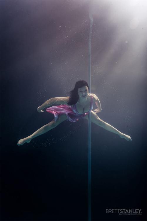 Vẻ đẹp của vũ công múa cột dưới nước - 5