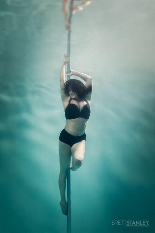 Vẻ đẹp của vũ công múa cột dưới nước - 4