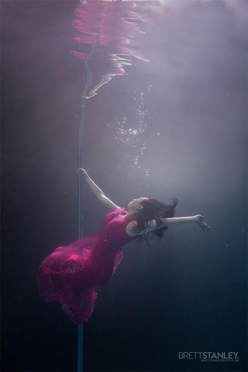 Vẻ đẹp của vũ công múa cột dưới nước - 3