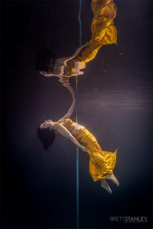 Vẻ đẹp của vũ công múa cột dưới nước - 7