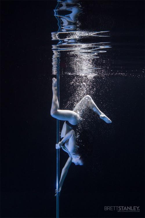 Vẻ đẹp của vũ công múa cột dưới nước - 8