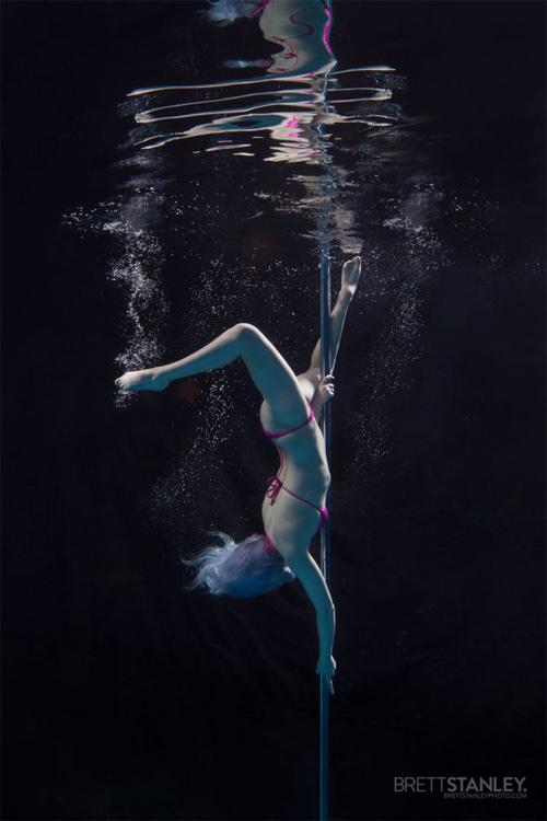 Vẻ đẹp của vũ công múa cột dưới nước - 12