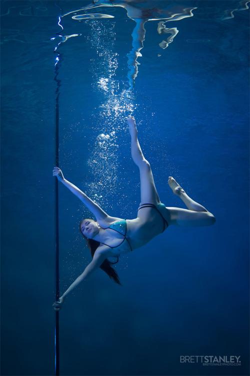 Vẻ đẹp của vũ công múa cột dưới nước - 9