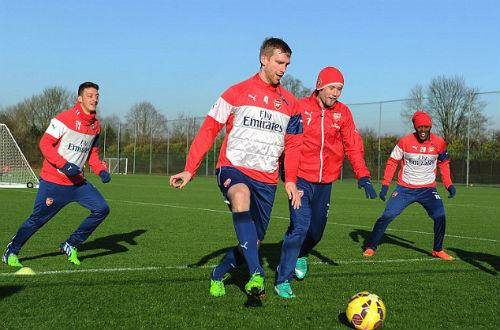 Wenger không sợ Man City, Pellegrini chẳng lo Arsenal - 2