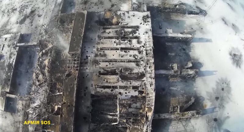 Ukraine: Sân bay Donetsk hoang tàn dưới đạn pháo - 1