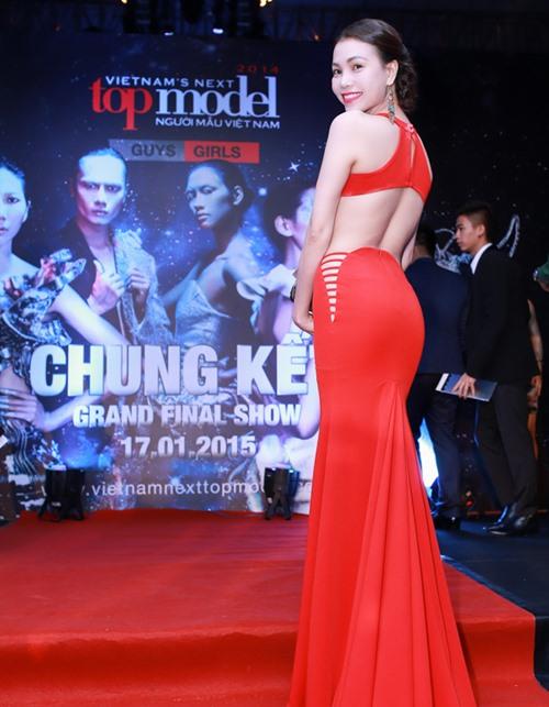 Triệu Thị Hà siêu gợi cảm với váy xuyên thấu - 4