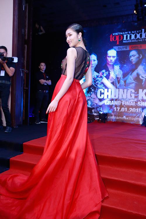 Triệu Thị Hà siêu gợi cảm với váy xuyên thấu - 3