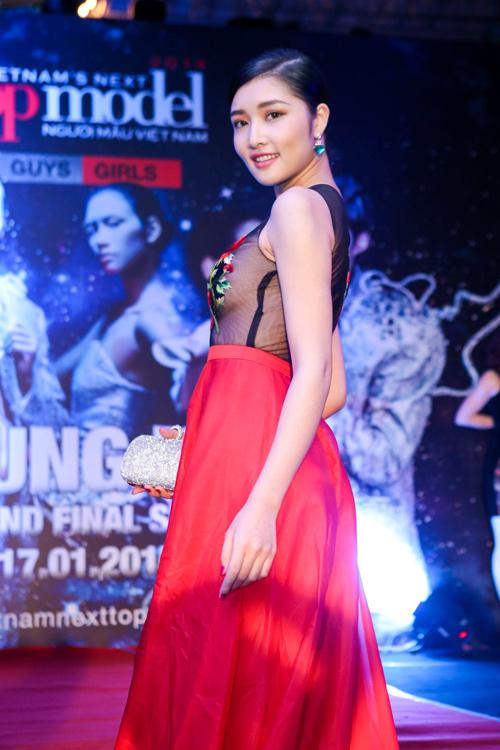 Triệu Thị Hà siêu gợi cảm với váy xuyên thấu - 2