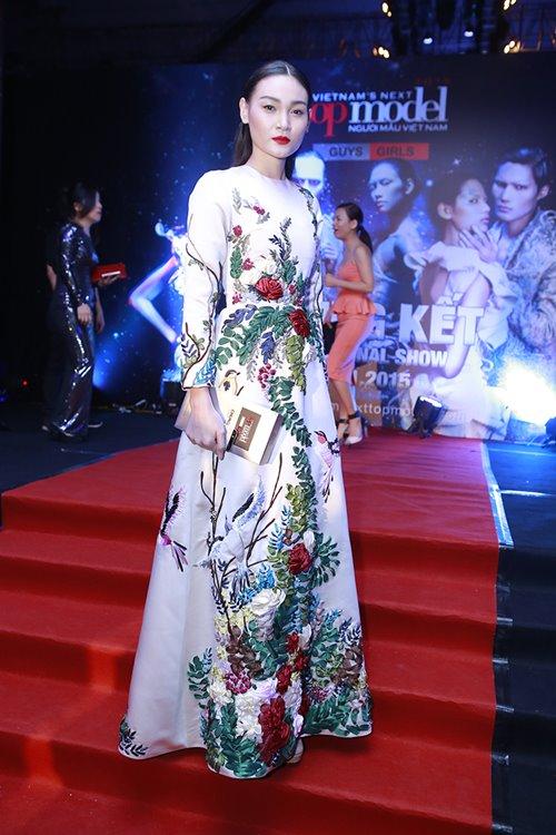 Triệu Thị Hà siêu gợi cảm với váy xuyên thấu - 11
