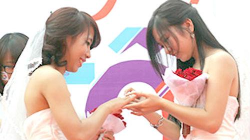 Một đêm thâm nhập giới 'đồng tính' giữa Hà Nội