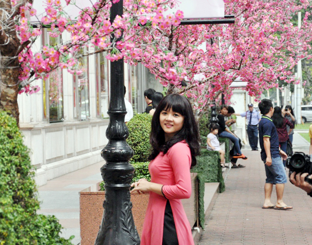 Hoa mai, đào khoe sắc rực rỡ giữa Sài Gòn - 9