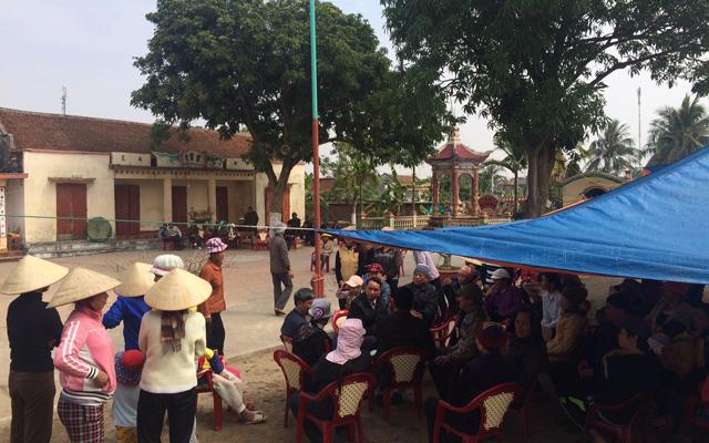 Hải Phòng: Dân giữ chủ tịch xã trong chùa - 1