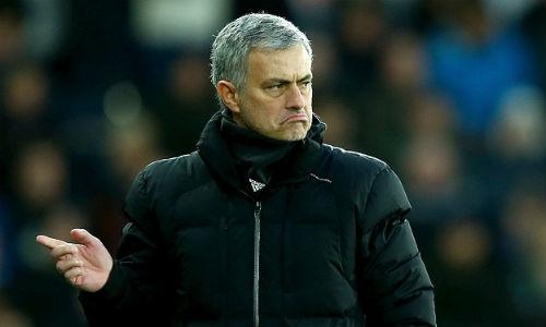 Mourinho yêu cầu fan Chelsea tôn trọng Gerrard - 1