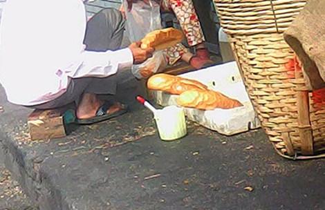 Mạnh tay với thức ăn đường phố - 1