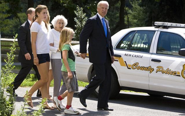 Mỹ: Nổ súng gần nhà Phó Tổng thống Biden - 1