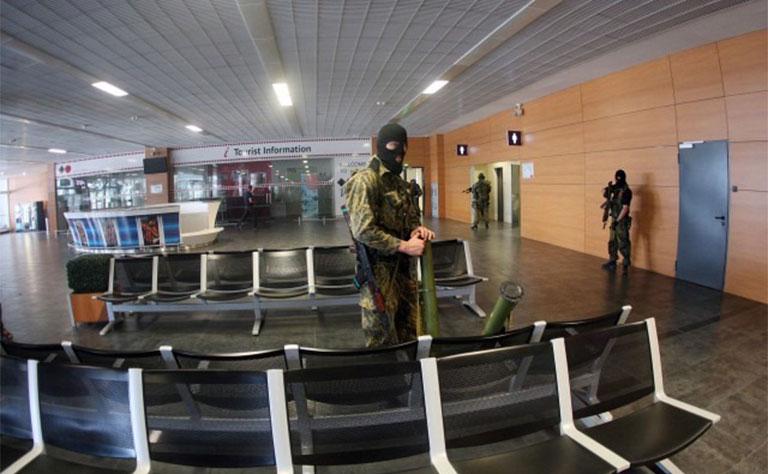 Ukraine: Quân đội dồn hỏa lực tái chiếm sân bay Donetsk - 2