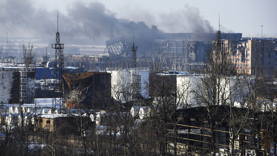 Ukraine: Quân đội dồn hỏa lực tái chiếm sân bay Donetsk - 1