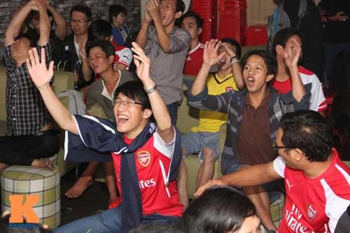 "Fan Arsenal vỡ òa khi ""Pháo thủ"" vùi dập ""Man xanh"" - 5"
